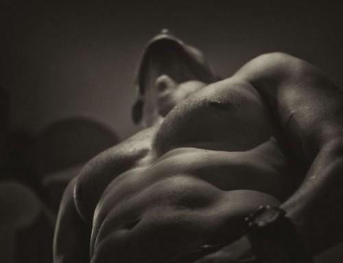 La Ginecomastia: causas del aumento de mamas en los hombres