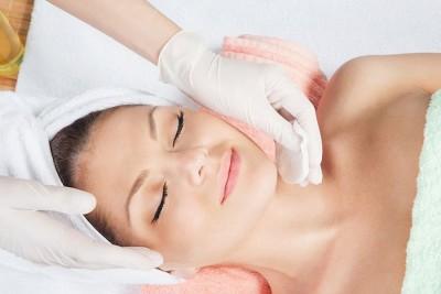 Tratamientos de rejuvenecimiento facial perfectos para el otoño: el peeling flash